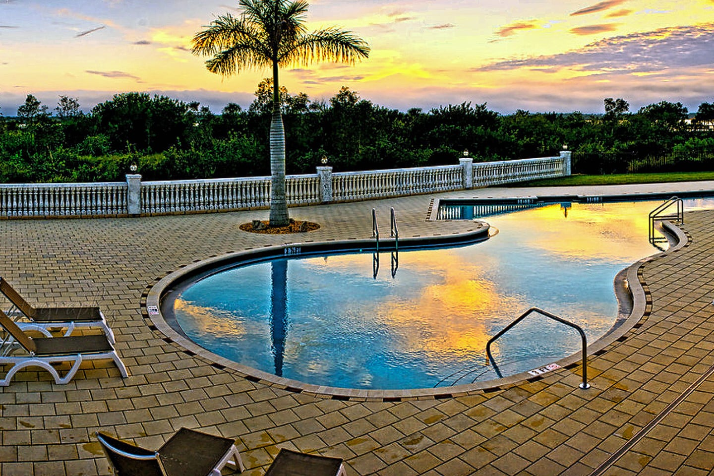 Pool-At-Myakka-River-Motorcoach-Resort-new-min